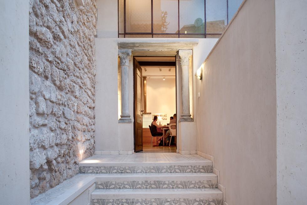 כניסה לדירת המגורים ביפו העתיקה, צילום: עמרי אמסלם