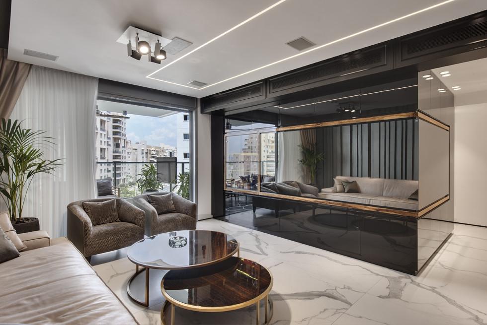חלל ציבורי בדירה בה כל בטכנולוגיה היא של בית חכם: חשמל חכם ומדיה- סמארט הום. צילום: עודד סמדר