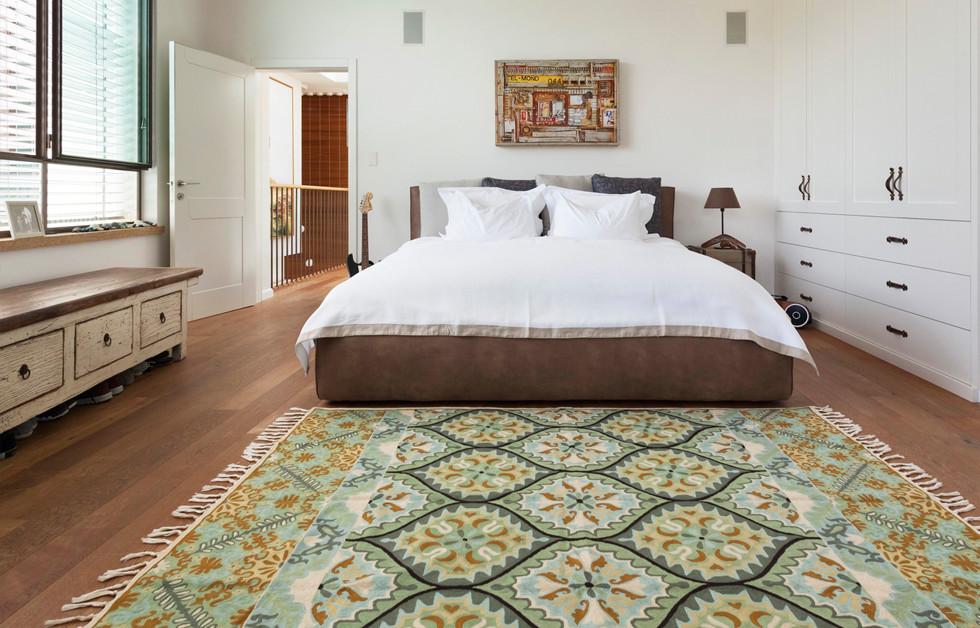 בגלריה מושם דגש רב על סטיילינג עם מבחר ענק ומעניין של כריות, וילונות, שטיחים, מפות ומצעי מיטה
