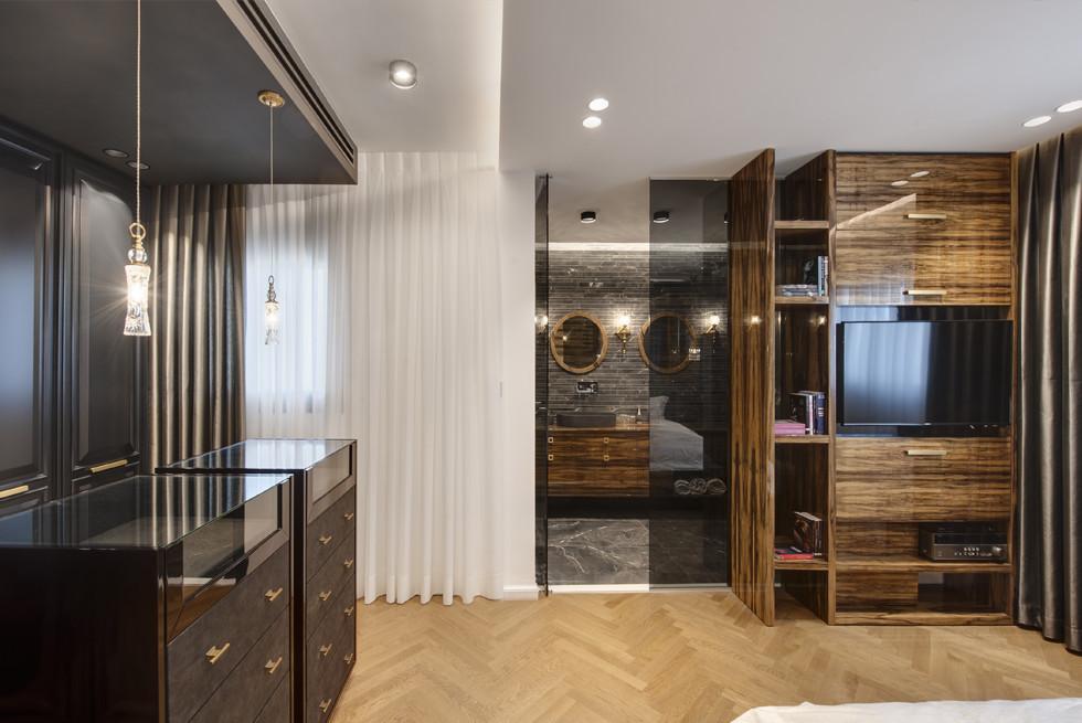 """ארונות בחדרים בוצעו ע""""י בית אומנות העץ. וילונות - וילונות חן, צילום: עודד סמדר"""