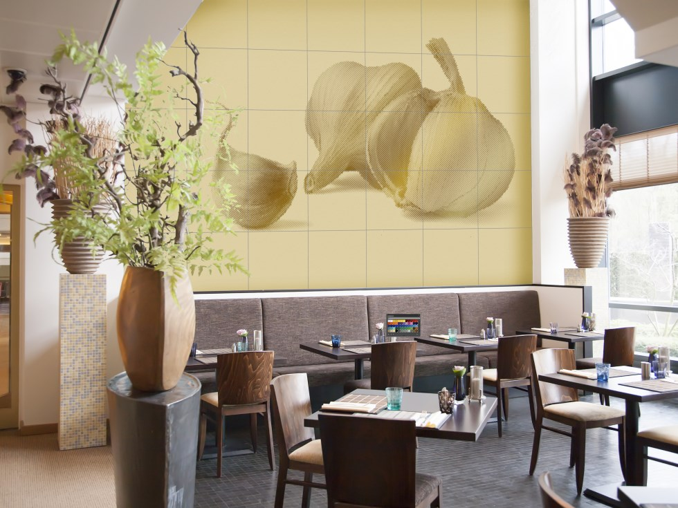 airtiles-mural-garlic-cream-on-gold-aluminum