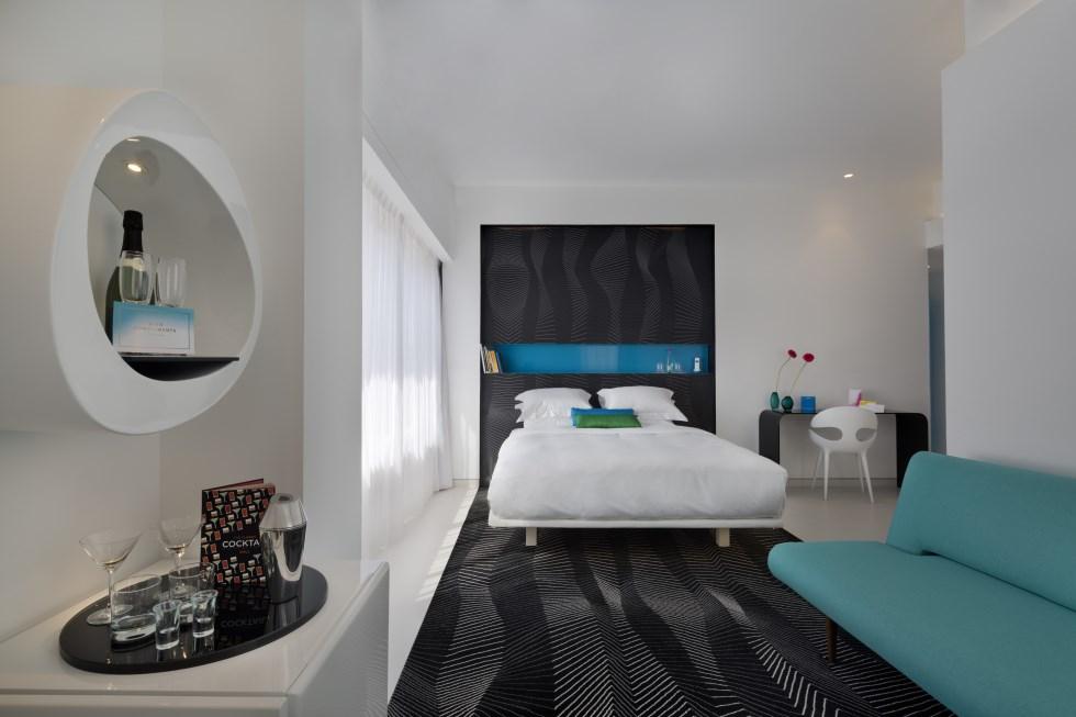 חדרי המלון עוצבו בקו נקי ועדכני על ידי מעצב העל הבינלאומי קארים ראשיד, צילום: אסף פינצוק