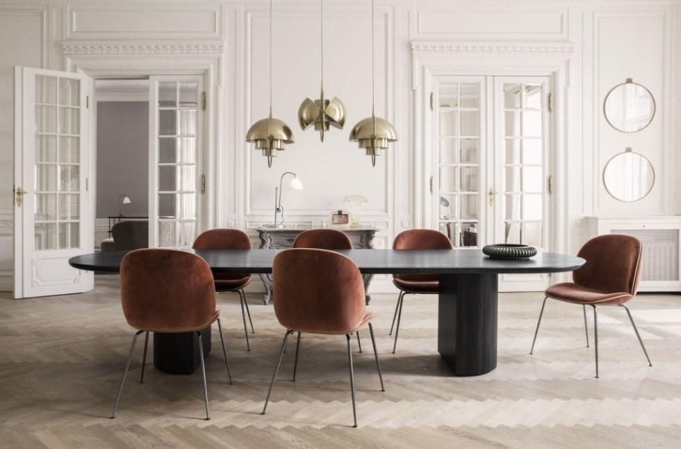 randaccio-mirror_beetle-chair-velluto-641-piping-luca-g066_017_moon-dining-tablel_multi-lite_bestlite-bl1_on-1600x1600