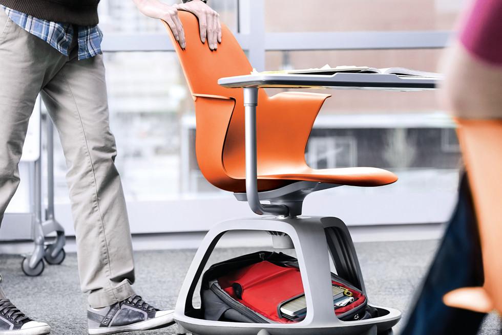 כשמשתמשים בכיסא מדגם זה ניתן להפוך את הכיתה מחדר הרצאות לחלל לעבודת צוות ללא כל הפרעה.