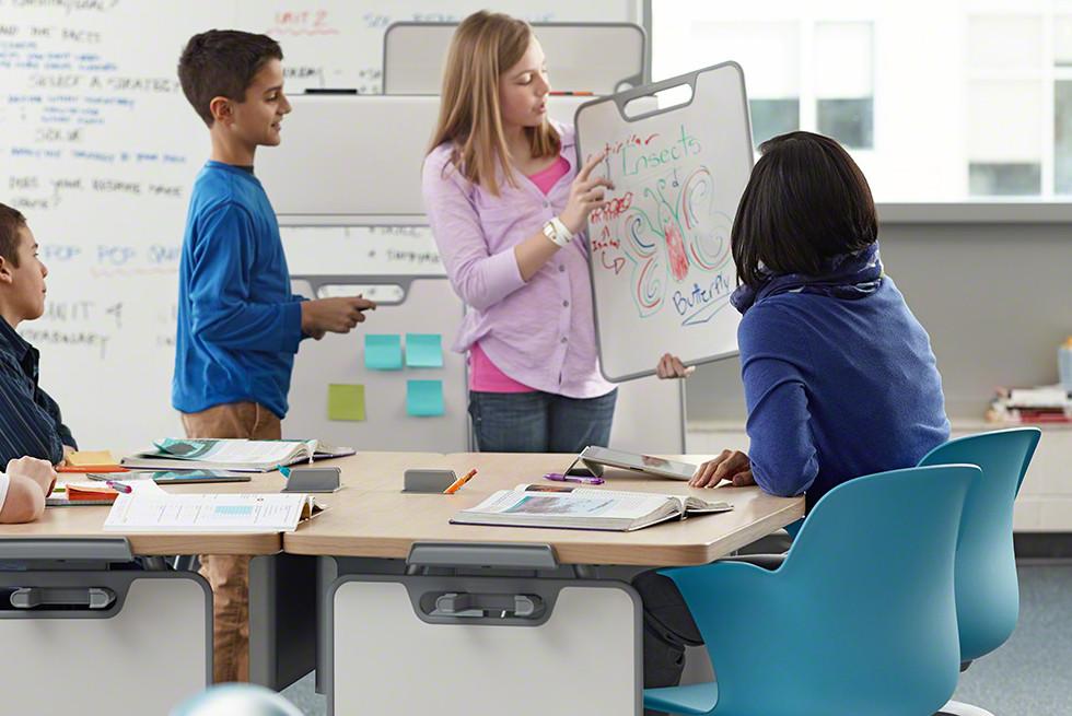 Verb קולקציה משולבת של ריהוט לכיתות לימוד.