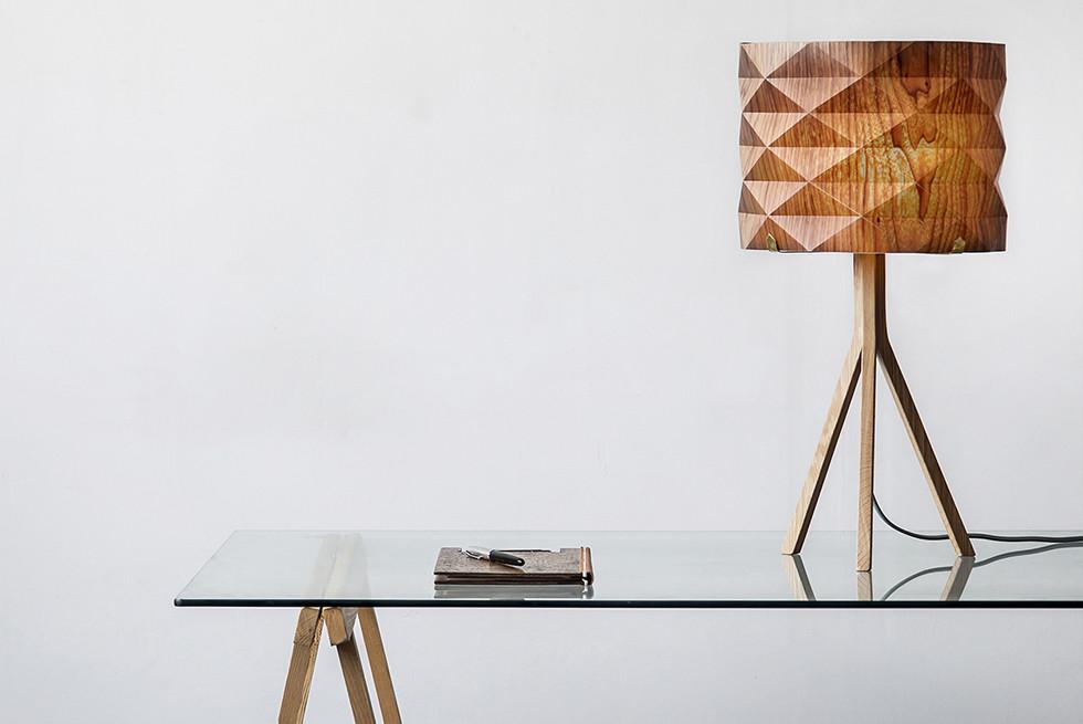 """מתוך סדרת גופי תאורה """"Folded"""", שואבת השראה מעולם קיפולי הנייר' האוריגמי. צלם : יואב גורין"""