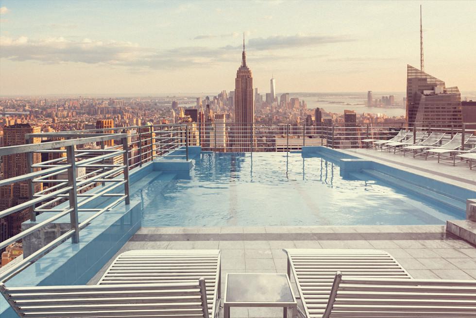 רצפה מתרוממת לבריכה על גג בית מלון - לפני