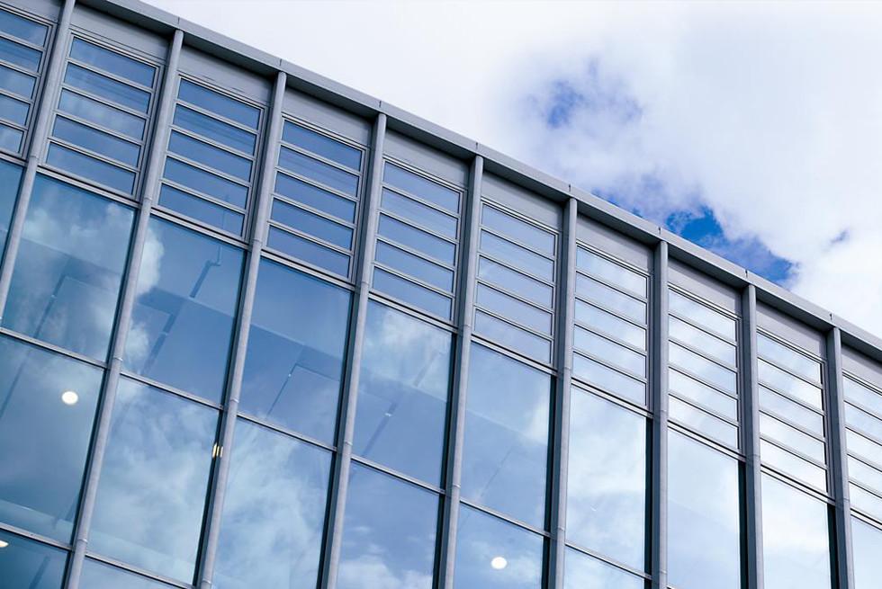 החלונות מושלמים עבור קירות מסך - בנין World Arena ברלין