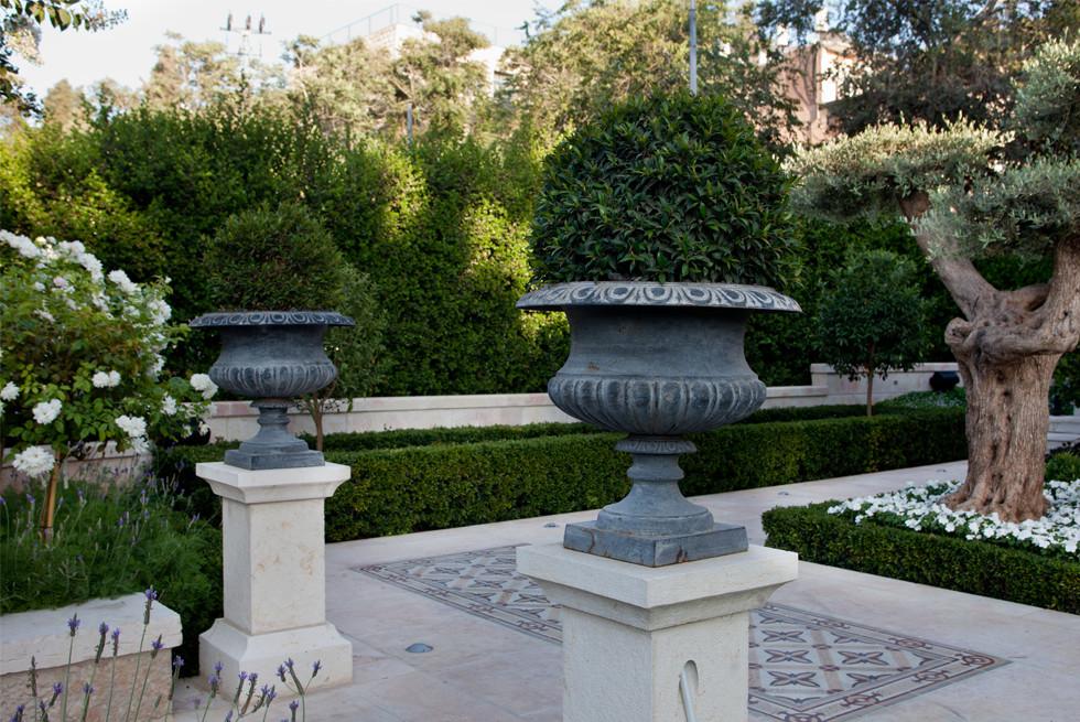 עבודות אבן מיוחדות בגינה המשתלבות עם תכנון הגינה, צילום: יעל אילן