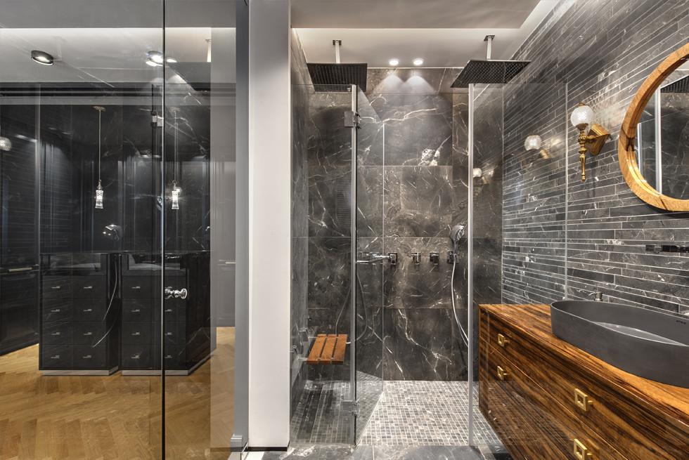 חדרי האמבטיה, קרמיקה שרוני, תאורה - גלו , צילום: עודד סמדר