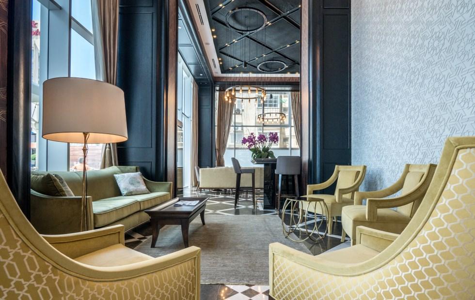 במלון שוררת תכונה מלכותית המשלבת ריהוט אקלקטי