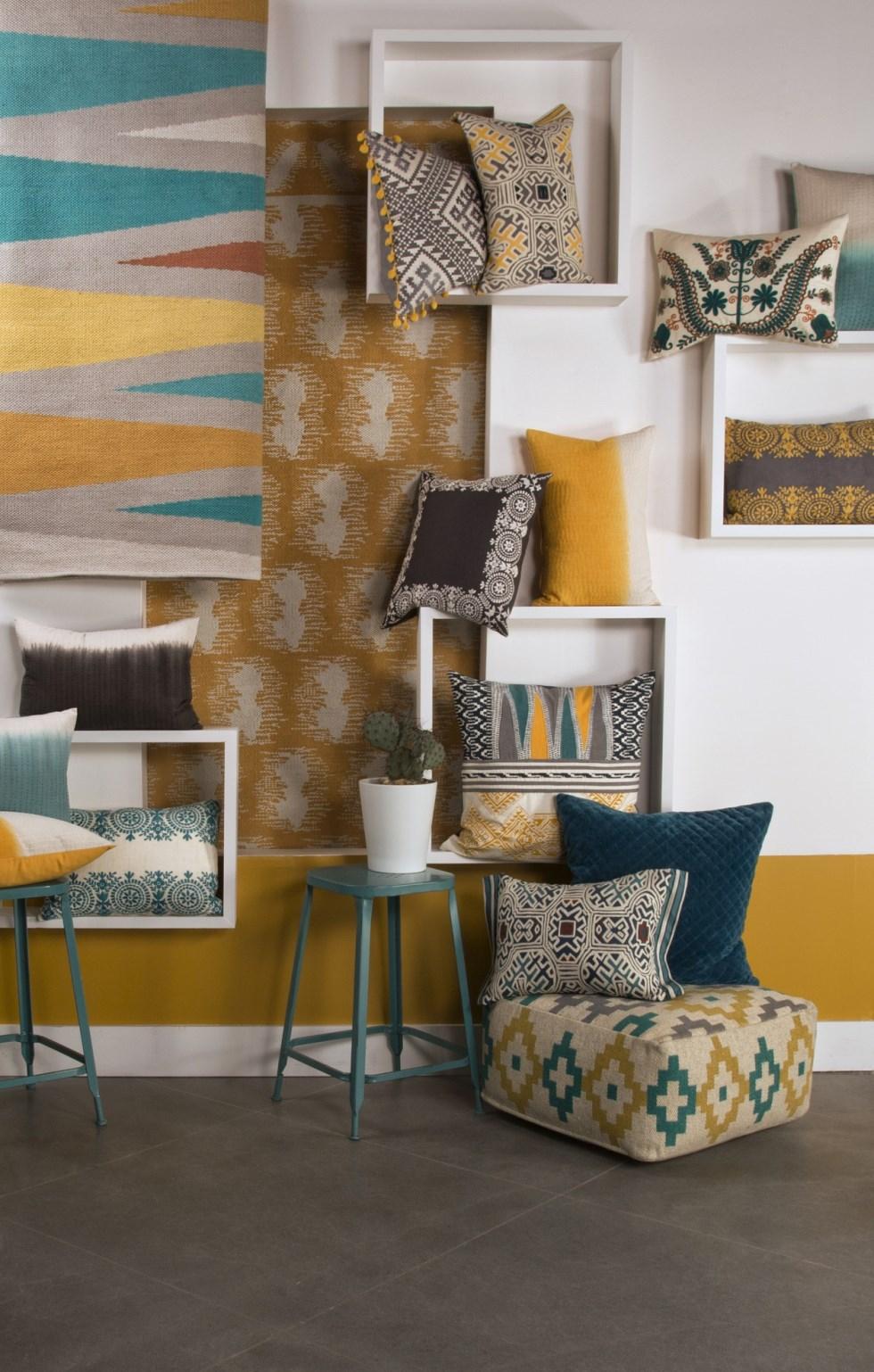 צמר שטיחים יפים - נגיעות כחולות וצהובות