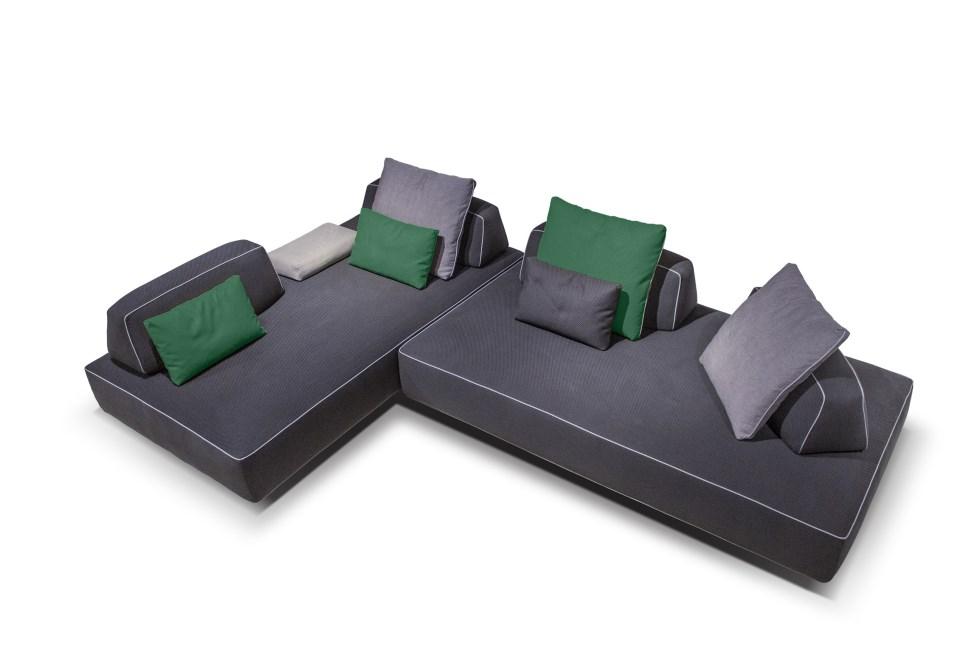 ספה עם כריות ירוקות - הצבע המוביל, מבית אליתה ליוינג