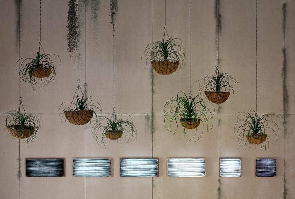 קולקציות תאורה מוכנות לצד עיצובים מותאמים אישית עבור מגורים ושימושים מסחריים