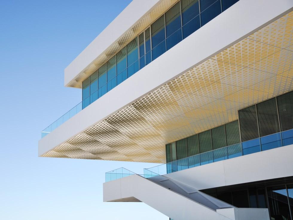 airtiles-celling-panels-custom-designed-pattern-white-on-gold-aluminum