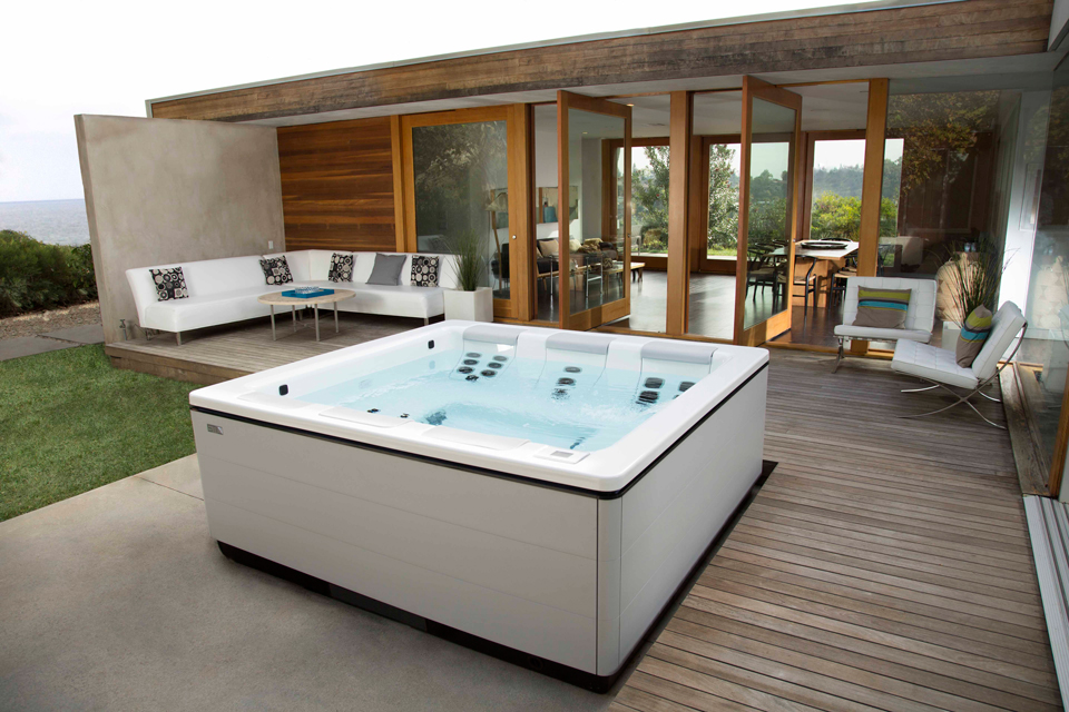 modern-home-hot-tub-1