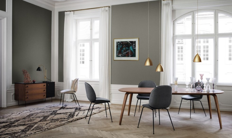 gubi-dining-table-elliptical_beetle-chair_bestlite-pendant-bl9-m-brass_-bestlite-table-lamp-bl1_grossman-dresser-3-1600x1600